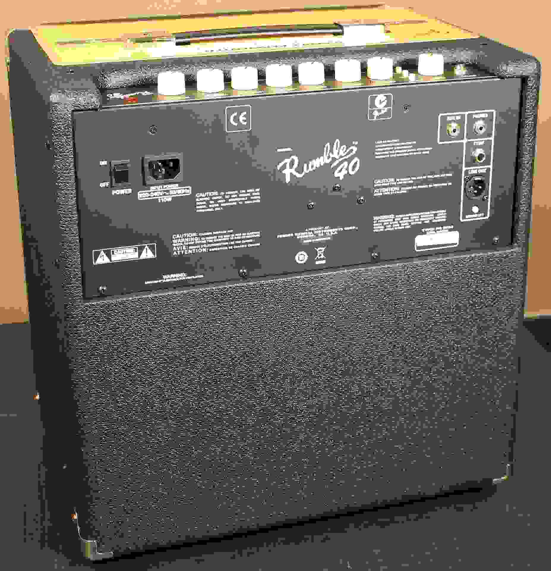 fender rumble 40 back.JPG
