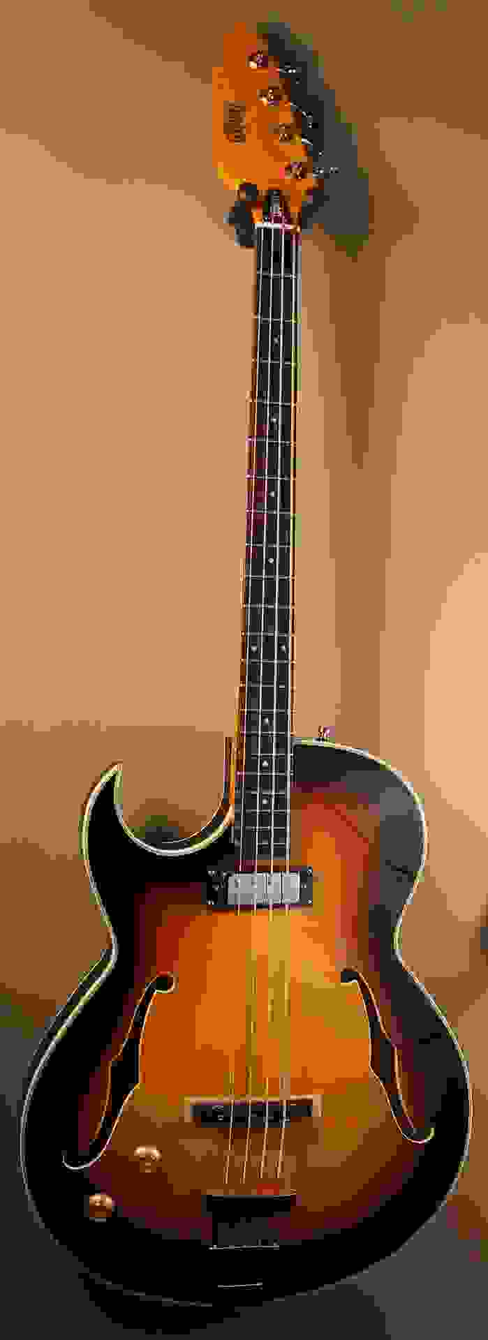 Eastwood Saturn IV Bass LH - Sunburst
